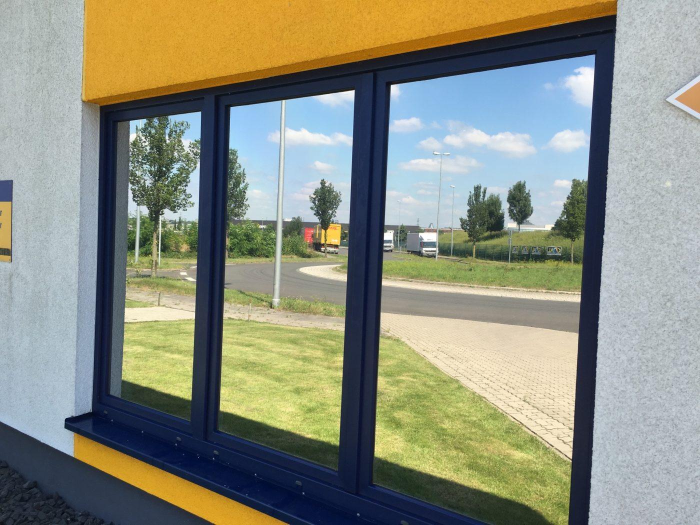 Sichtschutzfolie anbringen lassen vom erfahrenen fachmann - Folie fenster blickdicht ...