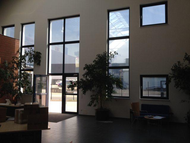 Blendschutzfolie: am Arbeitsplatz Fensterfront