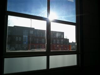 Schutz vor Blendung am Arbeitsplatz - die Sonnenbrille für´s Fenster -transparent getönt