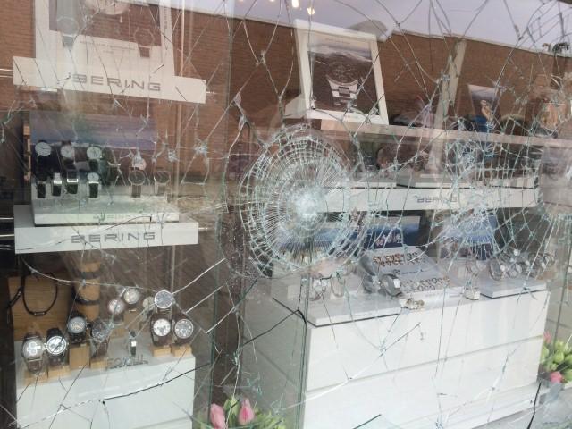 Protecfolien-Einbruchschutzfolien für Fenster als Nachrüstung für Glas-fensterfolie anbringen lassen